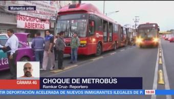 Unidad de Metrobús choca en Montevideo y el Eje Central