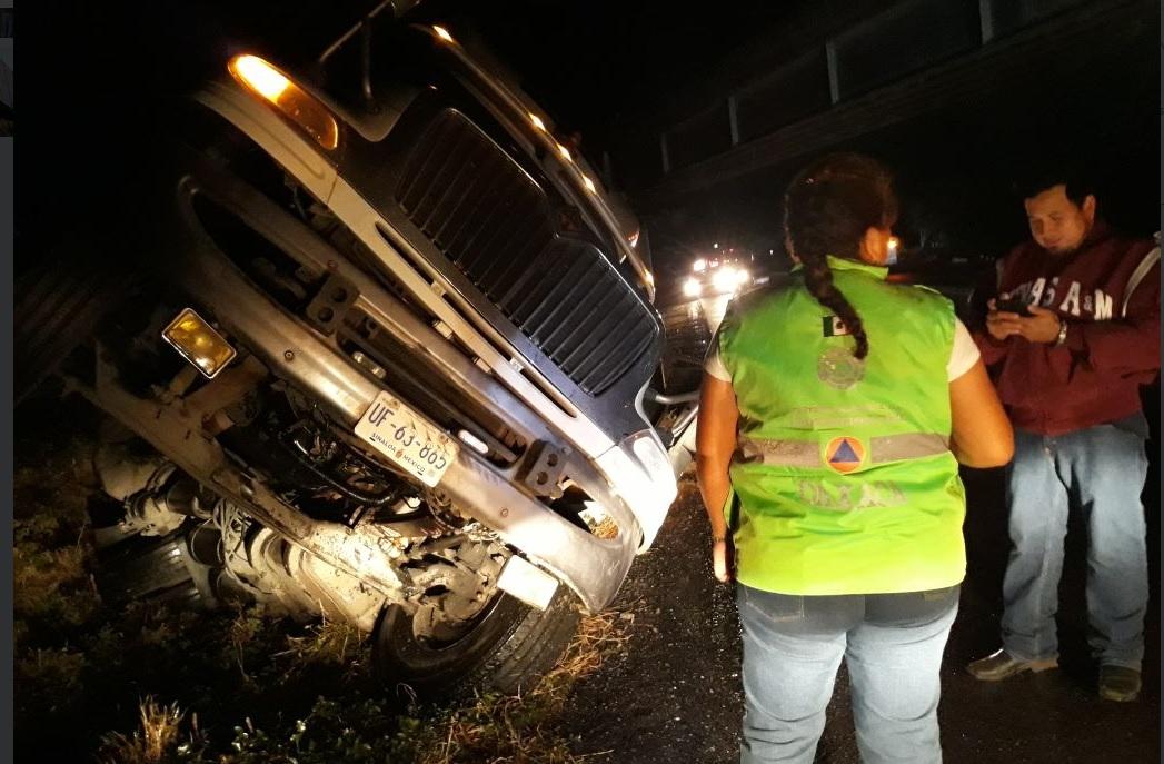 Fuertes rachas de viento provocan cierre de la autopista Salina Cruz #VIDEO