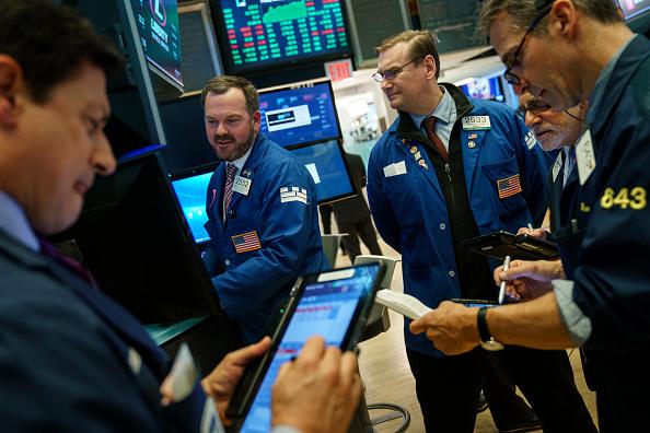 Dow Jones cierra por encima de los 26 mil puntos