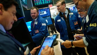 Wall Street abre con ganancias; Dow Jones supera los 26,000 puntos