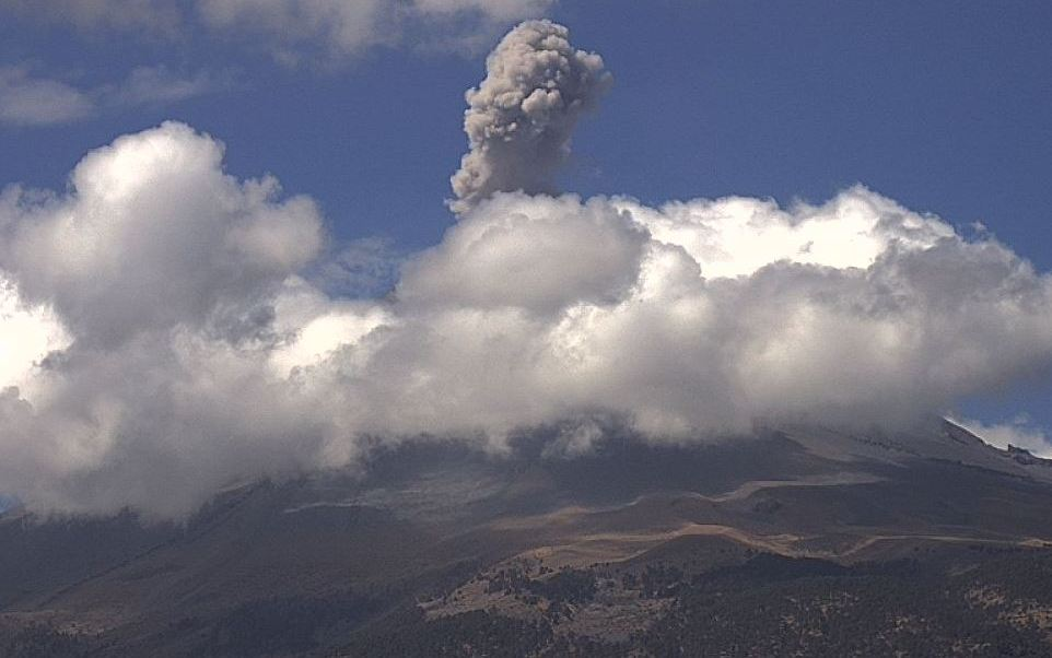 Popocatépetl presenta 51 exhalaciones y tres sismos volcanotéctonicos.
