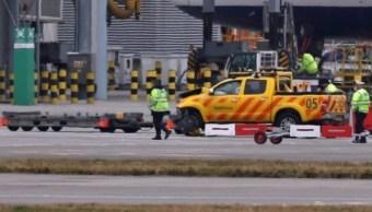 Muere un hombre después de chocar dos vehículos en aeropuerto de Heathrow