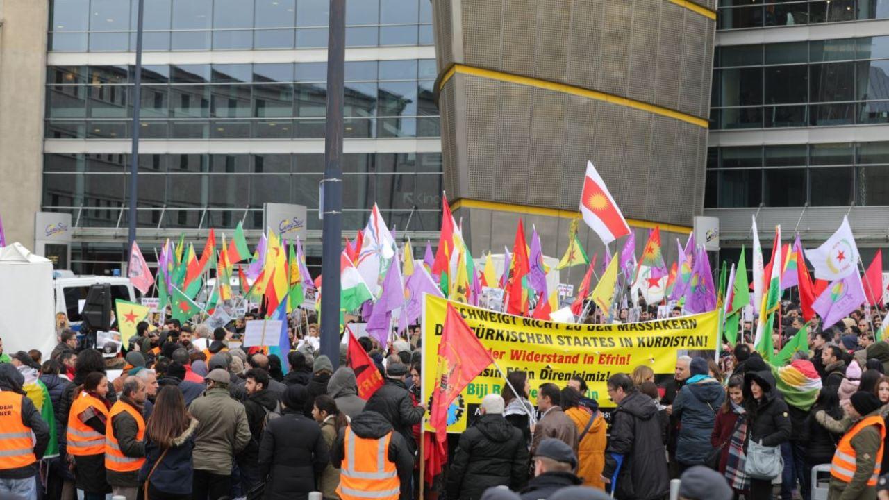 refugiados arabes marchan alemania ciudadanos cottbus