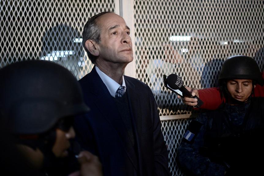 Juez envía a prisión preventiva al expresidente de Guatemala Álvaro Colom