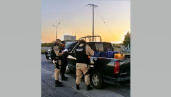 Aseguran en Nuevo León camioneta con mil 600 litros de gasolina