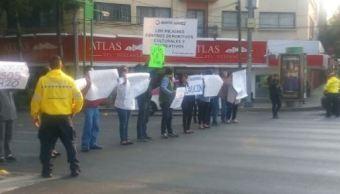 Manifestantes bloquean Eje Central y Obrero Mundial