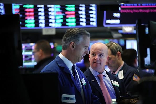 Wall Street cae por preocupaciones sobre tasas de interés