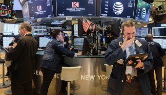 Wall Street cierra pérdidas y Dow Jones cede 1 04 ciento