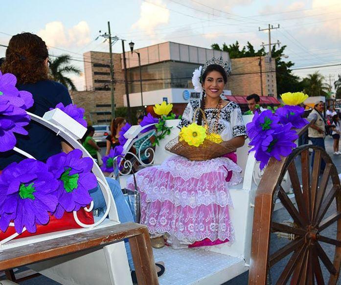 Realizan desfile previo al cierre del Carnaval de Campeche