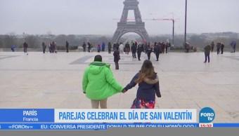 Celebran Día de San Valentín en París