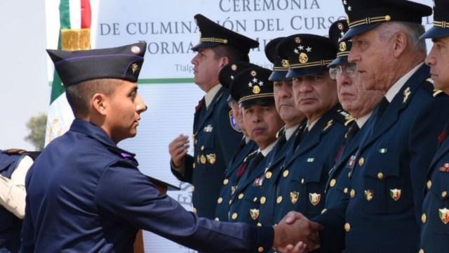 cienfuegos reconoce cadetes que concluyeron curso formacion militar