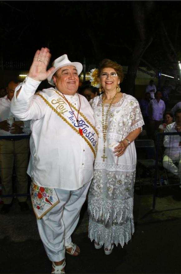 Cambian disfraces por la guayabera y el huipil en el carnaval de Mérida