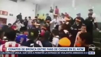 Connato de bronca entre aficionados de Chivas y seguridad del AICM