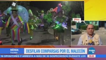 Desfilan comparsas por el malecón de Mérida