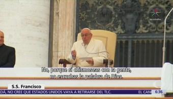 El papa critica a sacerdotes que sustituyen lecturas por noticias
