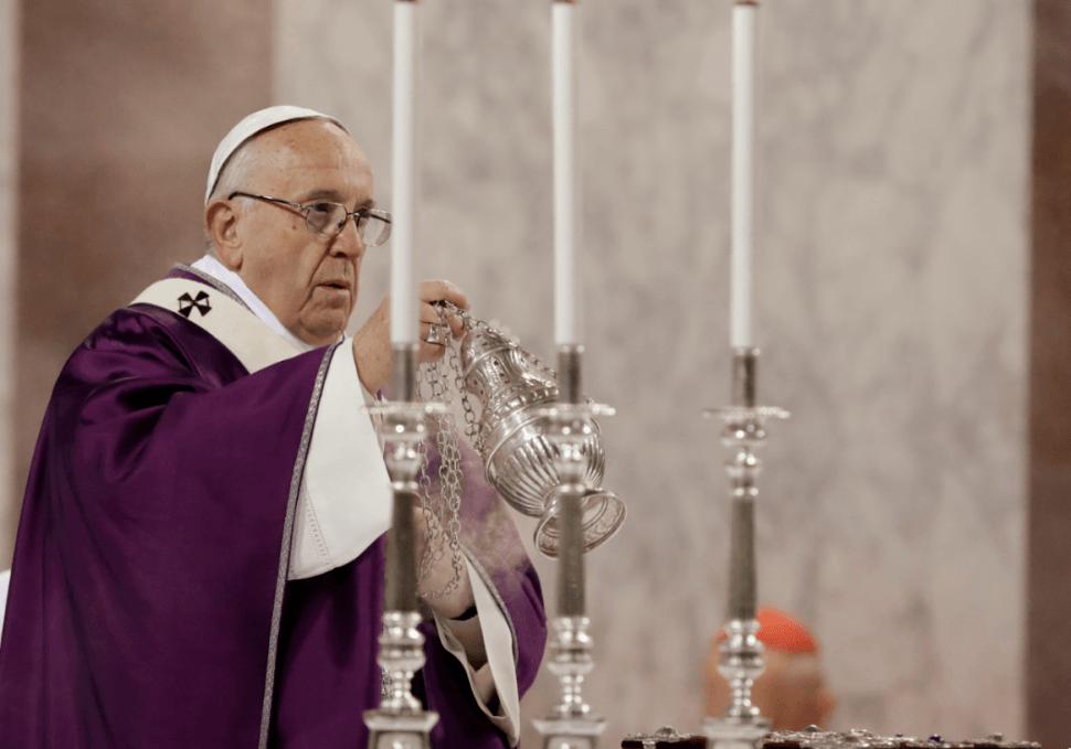 El papa Francisco oficia la misa del Miércoles de Ceniza, con lo que inicia la Cuaresma. (AP)