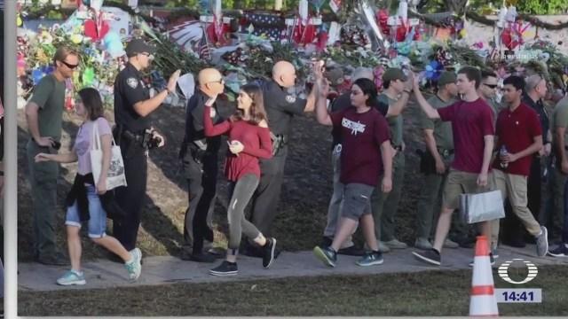 Estudiantes de Parkland, Florida, regresan a clases tras tiroteo