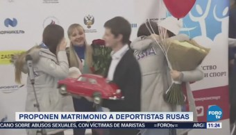 Extra Extra: Proponen matrimonio a deportistas rusas tras su regreso