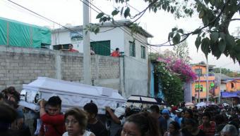 Familiares y amigos dan último adiós a víctimas de Santiago Jamiltepec