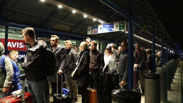 Cierran aeropuerto de Londres por hallazgo de bomba de la II Guerra Mundial
