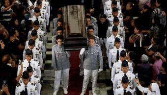 Fieles guatemaltecos despiden al arzobispo Óscar Julio Vián