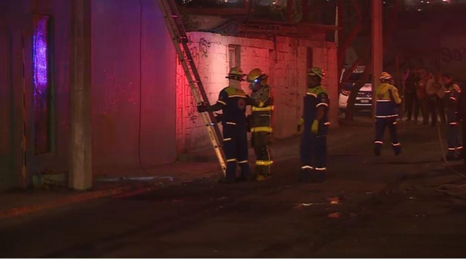 Incendio consume camiones en taller de Nuevo León. (Noticieros Televisa)