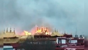 Incendio causa daños en el monasterio de Jokhang en el Tíbet