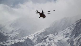 Buscan restos del avión que cayó en montañas de Irán