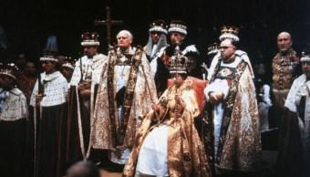 La reina Isabel II celebra 66 años en el trono británico