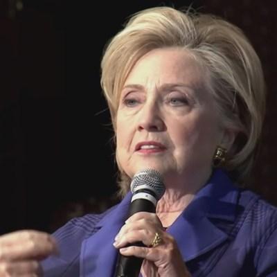 'Son tiempos difíciles', dice Hillary Clinton tras hallazgo de explosivos