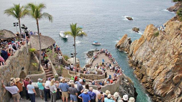 mas cien mil turistas visitaran acapulco este fin semana largo