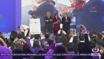 López Obrador rindió protesta como candidato presidencial de Encuentro Social