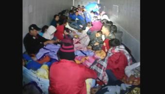 INM y Sedena rescatan a 198 migrantes que viajaban en dos tráileres