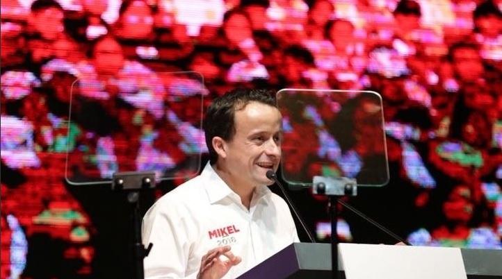 Mikel Arriola mantiene postura sobre adopción de parejas del mismo sexo