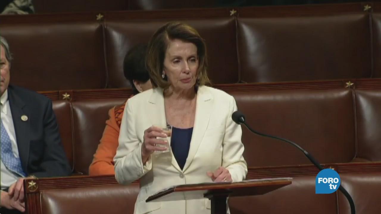 La líder demócrata, Nancy Pelosi frente al mundo