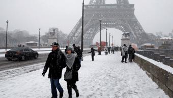 Cierran los principales monumentos de París debido a gran nevada