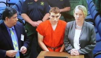 Trump respalda control de armas después de tiroteo en escuela de Florida