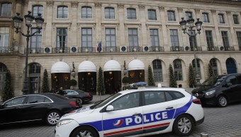 Policía de París patrulla con vehículos eléctricos para reducir la contaminación