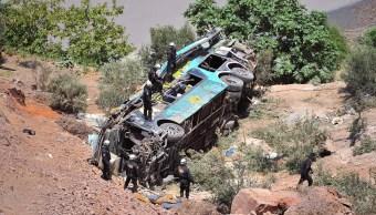 Autobús cae abismo de 200 metros en Perú; hay 44 muertos