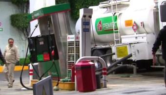 Una pipa de Pemex se impacta contra gasolinera en Circuito Interior