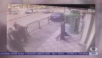 Policía Atrapa Niño Cae Tercer Piso Egipto