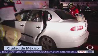 Realizan maniobras para rescatar a mujer tras choque en CDMX