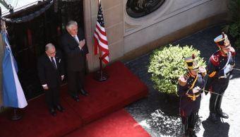 Rex Tillerson rinde homenaje a héroe de la independencia de Argentina