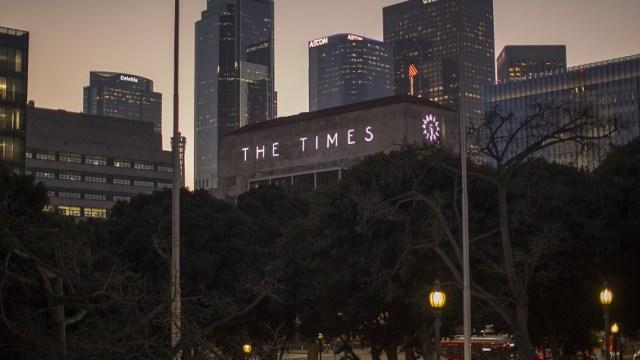 Multimillonario sudafricano compra el diario Los Angeles Times por 500 mdd