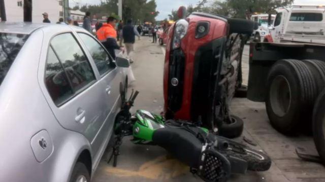 Tráiler provoca choque múltiple en Veracruz y deja 2 lesionados