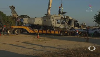 Trasladan helicóptero accidentado en Oaxaca a Santa Lucía