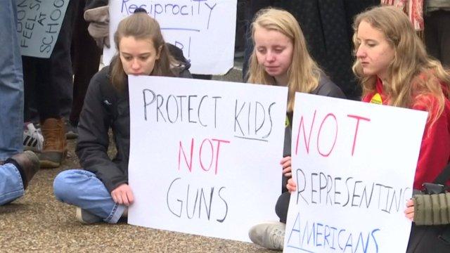 Trump recibirá profesores y estudiantes afectados tiroteos