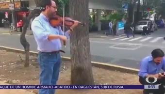 Violinista toca durante el sismo del 16 de febrero en CDMX