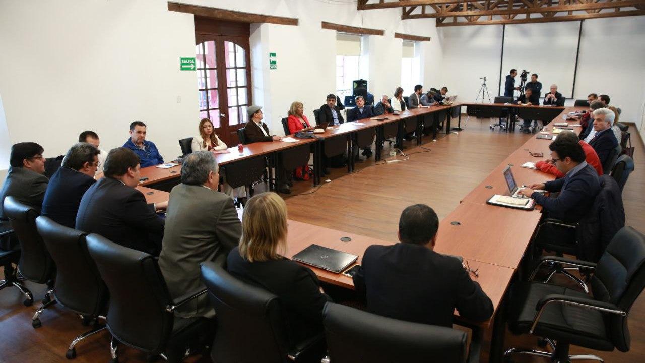 Colombia y ELN retoman la negociación de paz al sureste de Quito