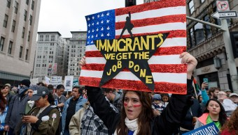 Migrantes en California implementan red de protección contra redadas